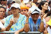 BELÉM, PA, 11.10.2014 - CÍRIO FLUVIAL / CÍRIO 2014 / BELÉM  - devotos se emocionam na com imagem de Nossa Senhora de Nazaré durante a chegada à escadinha do Ver-o-Peso (Praça Pedro Teixeira) na manhã deste sábado(11), onde é recebida com honras de Chefe de Estado, pela Polícia Militar, em Belém. A ocasião se repete desde 1999, motivada pela Lei Estadual nº 4.371, de 15 de dezembro de 1971, que proclamou a Virgem de Nazaré, Padroeira do Pará, Rainha da Amazônia e merecedora dessa grande homenagem. O Círio Fluvial  a Santa é levada pelo Navio Hidroceanográfico Garnier Sampaio da Marinha do Brasil, pela Baia do Guajará, a procissões  é um das 12 do calendário oficial do Círio e a segunda maior . Durante o percurso Icoaraci - Belém, se vêem canoas de ribeirinhos , barcos, iates e simples que seguem a procissão.(Foto: Paulo Lisboa / Brazil Photo Press)