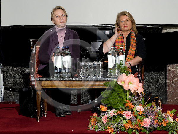 "Brussels-Belgium - 18 March 2009 -- Reading from the book ""The Woman from Checkpoint Charly"" for pupils / school classes from the European and German School, at the Palais des Académies; here, Jutta FLECK (le), the woman from Checkpoint Charly, and Ines VEITH (ri), author of the book, during their presentation -- Photo: Horst Wagner / eup-images"