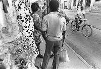 II - Parada de guaguas, La Habana, Cuba, mayo 1996.