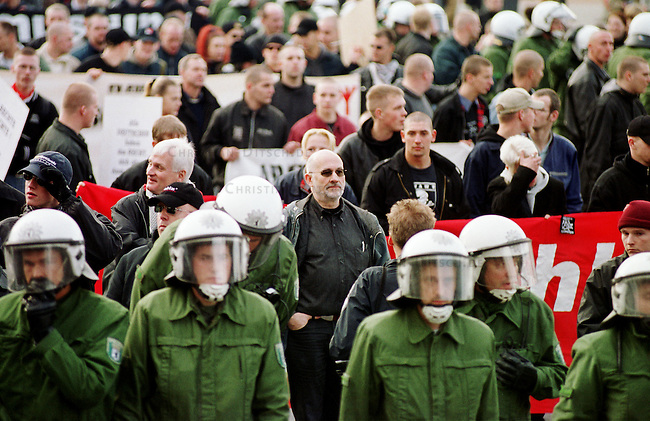 Etwa 1.200 Neonazis und Skinheads versammelten sich in Berlin zu einer Demonstration unter dem Motto: &quot;Meinungsfreiheit statt Verbote&quot;. Aufgerufen hatte eine sogenannte &quot;Kameradschaft Germania Berlin&quot;.<br /> Hier: Bildmitte mit Sonnenbrille, der Rechtsanwalt und ehemalige RAF-Terrorist Horst Mahler.<br /> 4.11.2000, Berlin<br /> Copyright: Christian-Ditsch.de<br /> [Inhaltsveraendernde Manipulation des Fotos nur nach ausdruecklicher Genehmigung des Fotografen. Vereinbarungen ueber Abtretung von Persoenlichkeitsrechten/Model Release der abgebildeten Person/Personen liegen nicht vor. NO MODEL RELEASE! Nur fuer Redaktionelle Zwecke. Don't publish without copyright Christian-Ditsch.de, Veroeffentlichung nur mit Fotografennennung, sowie gegen Honorar, MwSt. und Beleg. Konto: I N G - D i B a, IBAN DE58500105175400192269, BIC INGDDEFFXXX, Kontakt: post@christian-ditsch.de<br /> Bei der Bearbeitung der Dateiinformationen darf die Urheberkennzeichnung in den EXIF- und  IPTC-Daten nicht entfernt werden, diese sind in digitalen Medien nach &sect;95c UrhG rechtlich gesch&uuml;tzt. Der Urhebervermerk wird gemaess &sect;13 UrhG verlangt.]