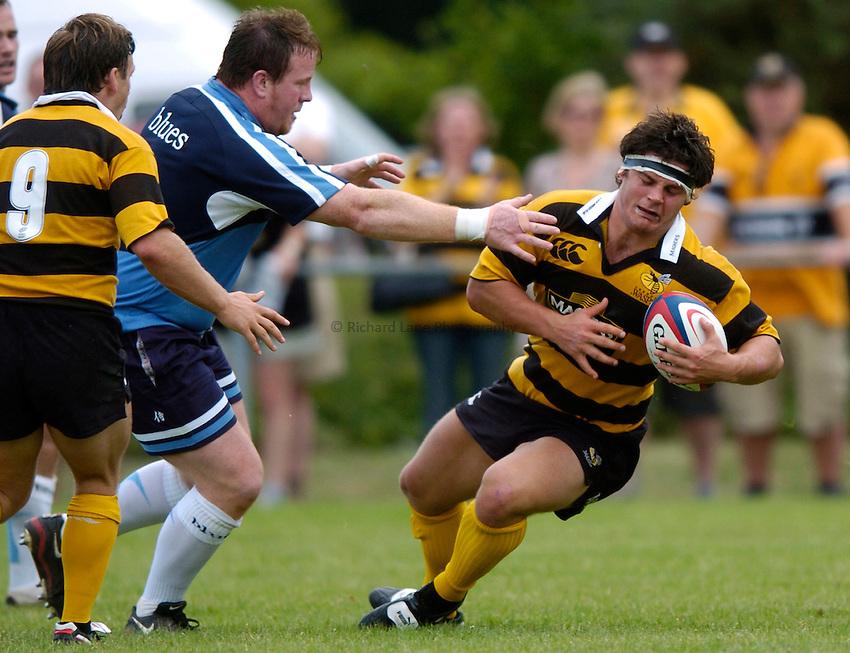 Photo: Richard Lane..Newbury v London Wasps. Pre Season Friendly. 05/08/2006. .Wasps' Jonny Barrett attacks.