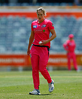 2nd November 2019; Western Australia Cricket Association Ground, Perth, Western Australia, Australia; Womens Big Bash League Cricket, Melbourne Renegades versus Sydney Sixers; Ellis Perry of the Sydney Sixers gets ready to bowl - Editorial Use