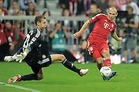 FUSSBALL   1. BUNDESLIGA  SAISON 2011/2012   7. Spieltag FC Bayern Muenchen - Bayer 04 Leverkusen          24.09.2011 TOR zum 3:0, Torwart Bernd Leno (li, Bayer 04 Leverkusen)  gegen Arjen Robben (FC Bayern Muenchen)