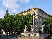 Dreifaltigkeitssäule auf dem Rybne nam. und Dom St. Martin in Bratislava, Bratislavsky kraj, Slowakei, Europa<br /> Trinity Column at Rybne nam. and cathedral St. Martin, Bratislava, Bratislavsky kraj, Slovakia, Europe