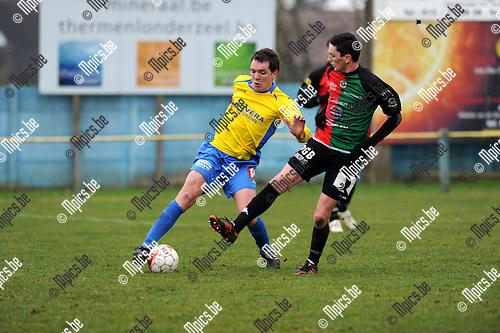 2013-03-10 / Voetbal / seizoen 2012-2013 / Schriek - GR Katelijne / Yoeri De Roovere (l. Schriek) met Jan Dekeyser..Foto: Mpics.be