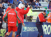 TUNJA -COLOMBIA, 05-10-2013. Julio Comesaña técnico de Patriotas FC celebra un gol en contra de Millonarios durante partido válido por la fecha 14 de la Liga Postobón II 2013 realizado en el estadio La Independencia en Tunja./ Julio Comesaña coach of Patriotas FC celebrates a goal against Millonarios during match valid for the 14th date of Postobon  League 2013-1 at La Libertad stadium in Tunja. Photo: VizzorImage/Jose Miguel Palencia/STR