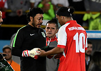BOGOTA-COLOMBIA, 17-10-2019: Ronaldinho Gaucho ex jugador brasileño Ronaldinho Gaucho recibe de Rene Huiguita  ex guardavalla colombiano una placa, durante un partido de exhibición entre Independiente Santa Fe y Atlético Nacional en el estadio Nemesio Camacho El Campín en la ciudad de Bogotá. / Ronaldinho Gaucho Brazilian former player receives a plaque from Rene Higuita a former Colombian goalkeeper, during an exhibition match between Independiente Santa Fe and Atlético Nacional at the Nemesio Camacho El Campín stadium in the city of Bogota./ Photo: VizzorImage / Luis Ramírez / Staff.