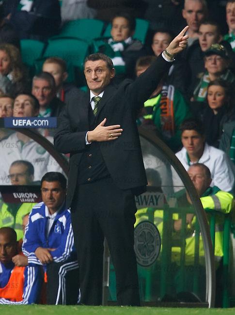 Tony Mowbray urging his team onwards