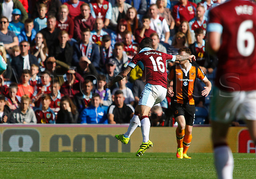 10.09.2016. Turf Moor, Burnley, England. Premier League Football. Burnley versus Hull City. Burnley's Steven Defour (16) beats Hull City keeper Eldin Jakupovic from the edge of the penalty area to score the first goal for Burnley.