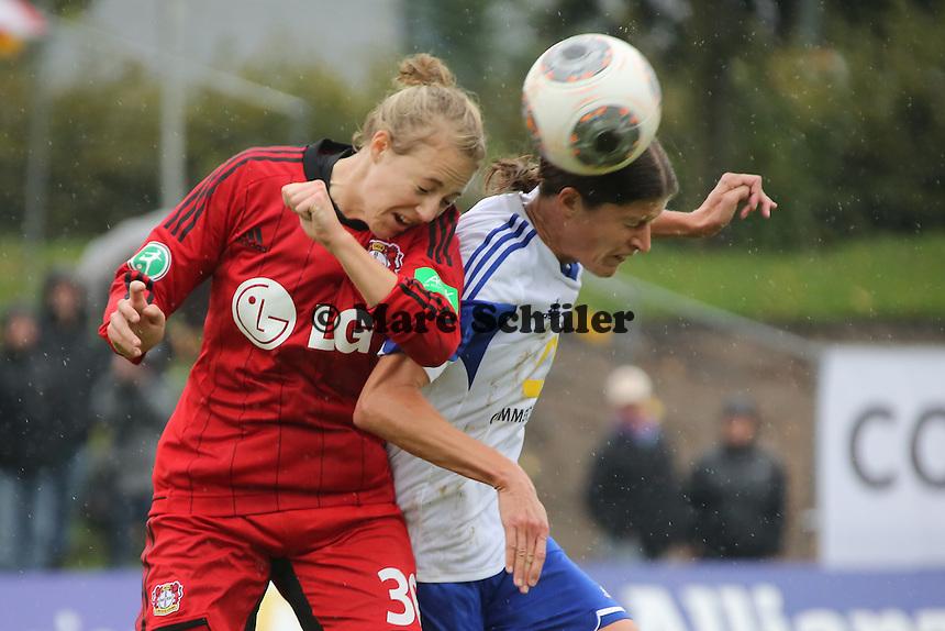 Kopfball Kerstin Garefrekes (FFC) gegen Carolin Simon (Bayer) - 1. FFC Frankfurt vs. Bayer 04 Leverkusen