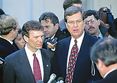 United States Senate Minority Leader Tom Daschle (Democrat of South Dakota) and US Senate Majority Leader Trent Lott (Republican of Mississippi) meet reporters at the White House in Washington, DC following their meeting with US President Bill Clinton and bipartisan and bicameral leaders on January 5, 1995.<br /> Credit: Ron Sachs / CNP