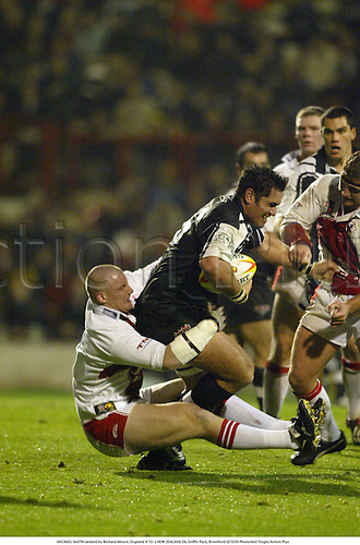 MICHAEL SMITH tackled by Richard Moore, England A 12  v NEW ZEALAND 34, Griffin Park, Brentford 021030 Photo:Neil Tingle/Action Plus...2002.rugby league.Kiwis
