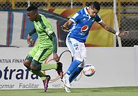 BOGOTÁ -COLOMBIA, 25-11-2017: Andres Mauricio Restrepo (Izq) de La Equidad disputa el balón con Ayron del Valle (Der) de Millonarios durante partido por los cuartos de final ida de la Liga Águila II 2017 jugado en el estadio Metropolitano de Techo de la ciudad de Bogotá. / Andres Mauricio Restrepo (L) player of La Equidad fights for the ball with Ayron del Valle (R) player of Millonarios during the first leg match for the quarterfinals of the Aguila League II 2017 played at Metropolitano de Techo stadium in Bogotá city. Photo: VizzorImage/ Gabriel Aponte / Staff