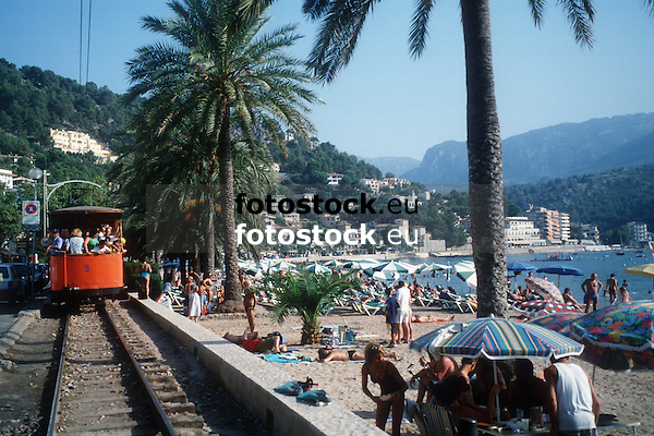 tramway beside the beach<br /> <br /> tranv&iacute;a a lado de la playa<br /> <br /> Stra&szlig;enbahn neben dem Strand<br /> <br /> Original: 35 mm slide transparency