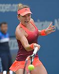 Simone Halep (ROU) defeats Marina Erakovic (NZL) 6-2, 3-0 (ret)