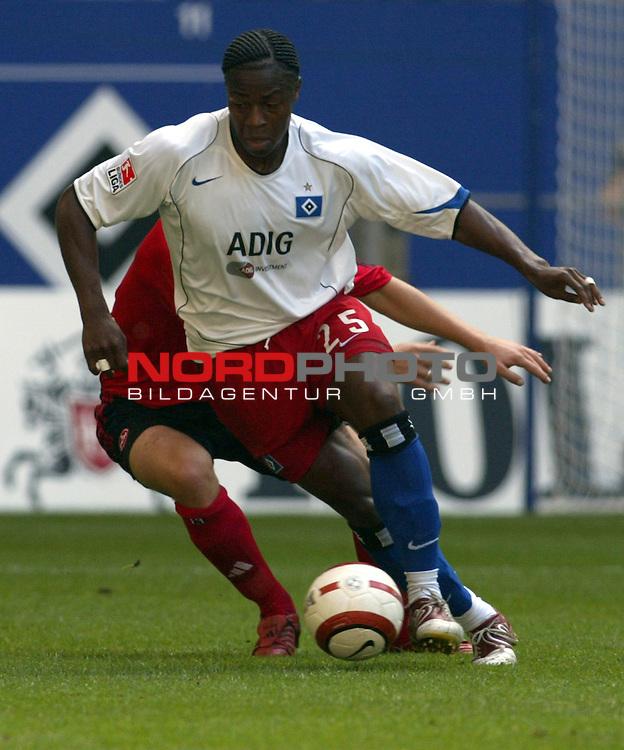 Bundesliga 2004/2005 -  Hamburger SV <br /> <br /> Hamburger SV vs 1.FC Nuernberg (NŁrnberg)<br /> Der Hamburger Emilie Mpenza am Ball.<br /> <br /> <br /> <br /> Foto &copy; nordphoto - joy<br /> <br /> <br /> <br /> <br /> <br /> <br /> <br />  *** Local Caption *** Foto ist honorarpflichtig! zzgl. gesetzl. MwSt.<br /> <br /> <br /> <br /> Belegexemplar erforderlich<br /> <br /> <br /> <br /> Adresse: nordphoto<br /> <br /> <br /> <br /> Georg-Reinke-Strasse 1<br /> <br /> <br /> <br /> 49377 Vechta
