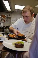 Europe/France/Midi-Pyrénées/31/Haute-Garonne/Toulouse  Brasserie: Le Bibent , le chef: Christophe Marque  en cuisine [Non destiné à un usage publicitaire - Not intended for an advertising use]