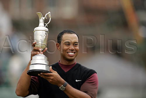 17 July 2005: American player Tiger Woods (USA) lifts the Claret Jug after his victory in The Open Championship. Woods shot a 2 under par 70 to win the tournament on 14 under, 5 shots clear. Played on The Old Course at St Andrews, Scotland. Photo: Glyn Kirk/Actionplus...golf player 050717 trophy trophies winner