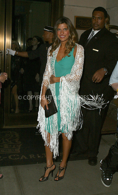 WWW.ACEPIXS.COM . . . . .  ....NEW YORK, MAY 16, 2005....Lake Bell returns to her midtown hotel after attending NBC Upfronts.....Please byline: PAUL CUNNINGHAM - ACE PICTURES..... *** ***..Ace Pictures, Inc:  ..Craig Ashby (212) 243-8787..e-mail: picturedesk@acepixs.com..web: http://www.acepixs.com