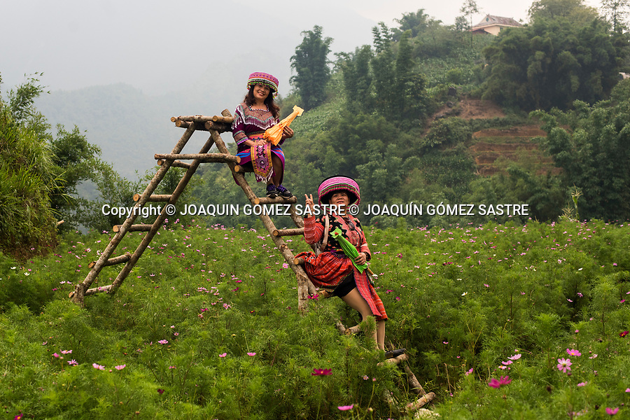 Two women pose with typical costume in Cat Cat village in the village of San Sa Ho, Sa Pa district, Lao Cai province, is a beautiful destination on a trip to the mountainous area of Tay Bac (northwest) of Vietnam<br /> CAT CAT - VIETNAM
