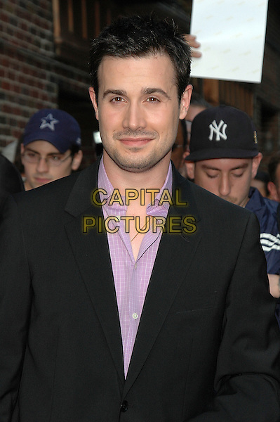 FREDDIE PRINZE JR..Arrives at the Ed Sullivan Theater to tape his appearance at the Dave Letterman show in Manhattan, New York, New York..October 3rd, 2005  .Photo Credit: Patti Ouderkirk/AdMedia/Capital Pictures.Ref: PO/ADM/CAP.headshot portrait.www.capitalpictures.com.sales@capitalpictures.com.© Capital Pictures.