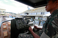 Rio de  Janeiro,9 de Julho de  2012 - Na  tarde dessa  segunda-feira (9) a  Polícia  Civil e parceiria com o Exército , destróem cerca de  40mil armar de fogo na Praça da  Apoteose , centro da capital  fluminense.<br /> Guto Maia Brazil Photo Press
