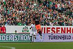 05.08.2017, Weserstadion, Bremen, GER, FSP, SV Werder Bremen (GER) vs FC Valencia (ESP)<br /> <br /> im Bild<br /> Theodor Gebre Selassie (Werder Bremen #23) im Duell / im Zweikampf mit Jose Gaya (Valencia #14), <br /> <br /> Foto © nordphoto / Ewert