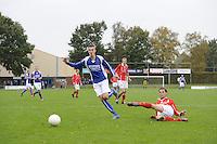 VOETBAL: KOUDUM: 24-10-2015, Oeverzwaluwen-Mulier, uitslag 0-0, Eise Feenstra (#11), Arnold Bergsma (#5), ©foto Martin de Jong