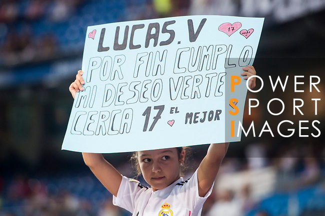 A little soccer fan shows her support to Lucas Vazquez of Real Madrid during the Santiago Bernabeu Trophy 2017 match between Real Madrid and ACF Fiorentina at the Santiago Bernabeu Stadium on 23 August 2017 in Madrid, Spain. Photo by Diego Gonzalez / Power Sport Images