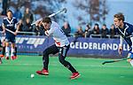 AMSTELVEEN - Rik van Kan (Adam) met Gijs van Wagenberg (Pinoke)  tijdens de competitie hoofdklasse hockeywedstrijd heren, Pinoke-Amsterdam (1-1)   COPYRIGHT KOEN SUYK