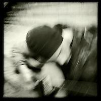 Strassenmusiker abends am Potsdamer Platz.<br /> 30.11.2011, Berlin<br /> Copyright: Christian-Ditsch.de<br /> [Inhaltsveraendernde Manipulation des Fotos nur nach ausdruecklicher Genehmigung des Fotografen. Vereinbarungen ueber Abtretung von Persoenlichkeitsrechten/Model Release der abgebildeten Person/Personen liegen nicht vor. NO MODEL RELEASE! Nur fuer Redaktionelle Zwecke. Don't publish without copyright Christian-Ditsch.de, Veroeffentlichung nur mit Fotografennennung, sowie gegen Honorar, MwSt. und Beleg. Konto: I N G - D i B a, IBAN DE58500105175400192269, BIC INGDDEFFXXX, Kontakt: post@christian-ditsch.de<br /> Bei der Bearbeitung der Dateiinformationen darf die Urheberkennzeichnung in den EXIF- und  IPTC-Daten nicht entfernt werden, diese sind in digitalen Medien nach &sect;95c UrhG rechtlich geschuetzt. Der Urhebervermerk wird gemaess &sect;13 UrhG verlangt.]