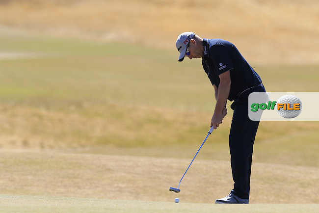 Stephen GALLACHER (SCO) putts on the 5th green during Friday's Round 2 of the 2015 U.S. Open 115th National Championship held at Chambers Bay, Seattle, Washington, USA. 6/19/2015.<br /> Picture: Golffile | Eoin Clarke<br /> <br /> <br /> <br /> <br /> All photo usage must carry mandatory copyright credit (&copy; Golffile | Eoin Clarke)
