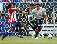 Newly acquired Chivas USA forward Roberto Nurse (20) moves in on Santos defender Fernando Ortiz (4) and goalkeeper Oswaldo Sanchez (1). Chivas USA defeated the Santos of Laguna 1-0 during the 1st round of the 2008 SuperLiga at Home Depot Center stadium, in Carson, California on Wednesday, July 16, 2008.