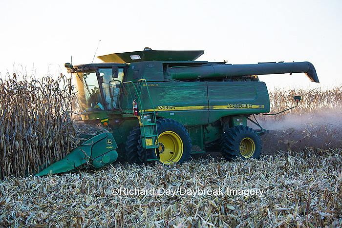 63801-06620 John Deere combine harvesting corn, Marion Co., IL