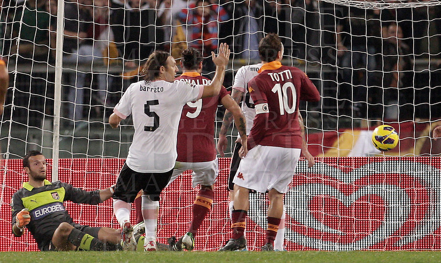 Calcio, Serie A: Roma vs Palermo. Roma, stadio Olimpico, 4 novembre 2012..AS Roma forward Francesco Totti, left, scores during the Italian Serie A football match between AS Roma and Palermo, at Rome's Olympic stadium, 4 november 2012..UPDATE IMAGES PRESS/Riccardo De Luca