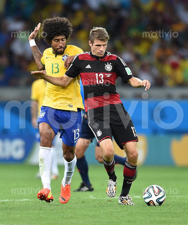 FUSSBALL WM 2014                HALBFINALE Brasilien - Deutschland          08.07.2014 Dante (li, Brasilien) gegen Thomas Mueller (re, Deutschland)