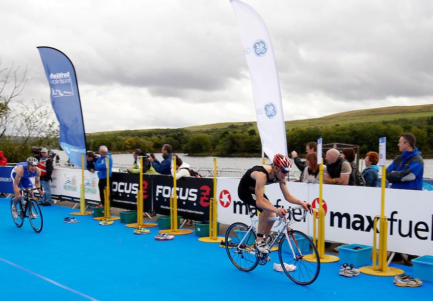 Photo: Richard Lane/Richard Lane Photography. GE Parc Bryn Bach Triathlon. 19/09/2010. Cyclists during the Elite Mens' race.