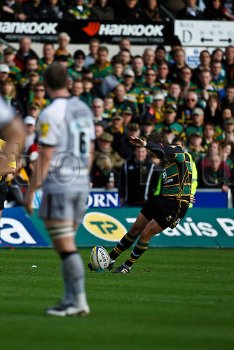 30.10.2010 Aviva Premiership Rugby Northampton Saints v Newcastle Falcons.  Northampton's Stephen Myler kicks his team's first penalty.