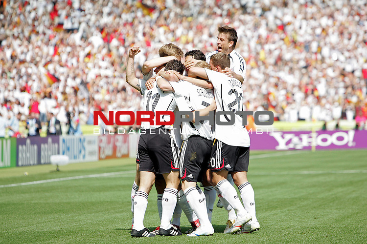 FIFA WM 2006 - Gruppe A ( Group A )<br /> <br /> Play #33 (20-Jun) - Ecuador vs Germany.<br /> <br /> Scorer Miroslav Klose (l) and Lukas Podolski (r) from Germany celebrate the 1-0 during the match of the World Cup in Berlin.<br /> <br /> Foto &copy; nordphoto