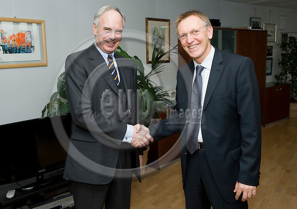 Brussels-Belgium - February 24, 2010 -- Janez POTOCNIK (Poto?nik) (ri), European Commissioner in charge of Environment, receives Prof. Dr.-Ing. Hans-Peter KEITEL (le), President of the Federation of German Industries BDI (Bundesverband der Deutschen Industrie e.V.) -- Photo: Horst Wagner / eup-images