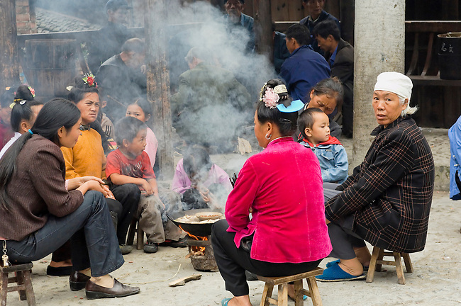 Datang is known as Short-Skirt Miao village. Even sharing lunch, men and women in different groups.