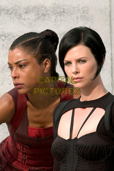 SOPHIE OKONEDO & CHARLIZE THERON .in Aeon Flux.Filmstill - Editorial Use Only.CAP/AWFF.www.capitalpictures.com.sales@capitalpictures.com.Supplied By Capital Pictures.