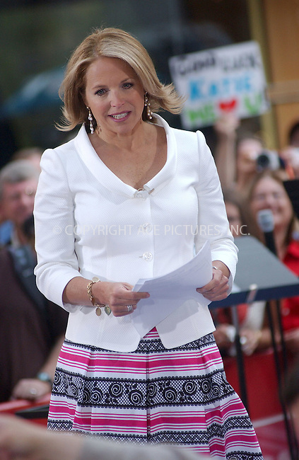 "WWW.ACEPIXS.COM . . . . . ....NEW YORK, MAY 31, 2006....Tony Bennett at the ""The Today Show"" says farewell to Katie Couric .. ......Please byline: KRISTIN CALLAHAN - ACEPIXS.COM.. . . . . . ..Ace Pictures, Inc:  ..(212) 243-8787 or (646) 679 0430..e-mail: picturedesk@acepixs.com..web: http://www.acepixs.com"