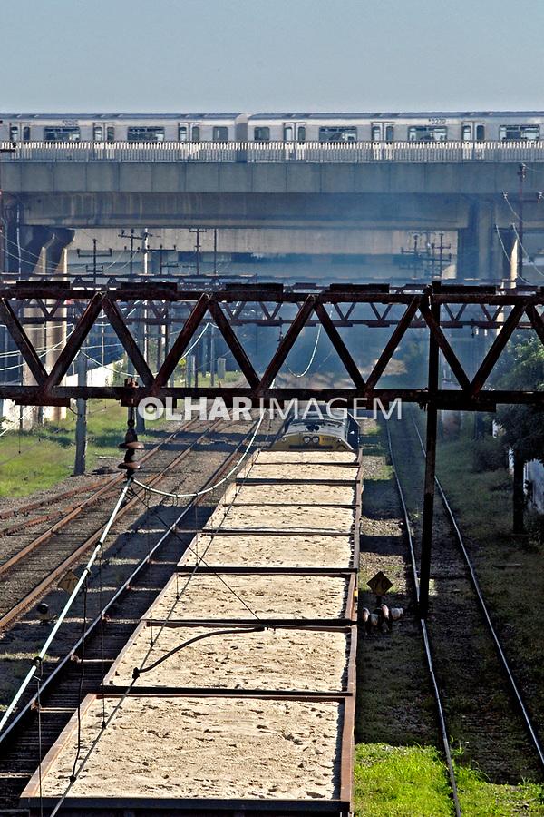 Transporte ferroviário e metroviario na cidade de São Paulo. 2008. Foto de Juca Martins.
