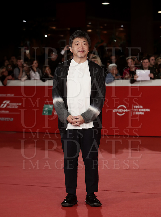Il regista giapponese Hirokazu Kore-eda posa durante un red carpet alla 14^ Festa del Cinema di Roma all'Aufditorium Parco della Musica di Roma, 19 ottobre 2019.<br /> Japanese director Hirokazu Kore'eda poses for a red carpet during the 14^ Rome Film Fest at Rome's Auditorium, on 19 october 2019.<br /> UPDATE IMAGES PRESS/Isabella Bonotto