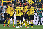 06.10.2018, Signal Iduna Park, Dortmund, GER, DFL, BL, Borussia Dortmund vs FC Augsburg, DFL regulations prohibit any use of photographs as image sequences and/or quasi-video<br /> <br /> im Bild Schlussjubel / Schlu&szlig;jubel / Emotion / Freude / der Mannschaft von Dortmund<br /> <br /> Foto &copy; nph/Horst Mauelshagen