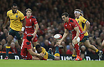 Wales fullback Leigh Halfpenny finds captain Sam Warburton in support.<br /> Dove Men Series 2014<br /> Wales v Australia<br /> Millennium Stadium<br /> 08.11.14<br /> ©Steve Pope-SPORTINGWALES