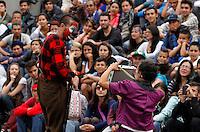 MANIZALES -COLOMBIA-27-Agosto-2014.   Presentacion de la Obra Cuidad de las Puertas Abiertas a cargo de grupo Circo Manizales, en la Plaza de Bolivar, durante el XXXVI Festival Internacional de Teatro de Manizales . / Presentation of the work of the Open City by group Circo Manizales, in the Plaza de Bolivar, during the XXXVI International Theater Festival of Manizales Doors.Photo:VizzorImage / Santiago Osorio / Stringer
