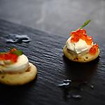 Blinis con creme fraiche y huevas de salmon. One Ocean Club Barcelona