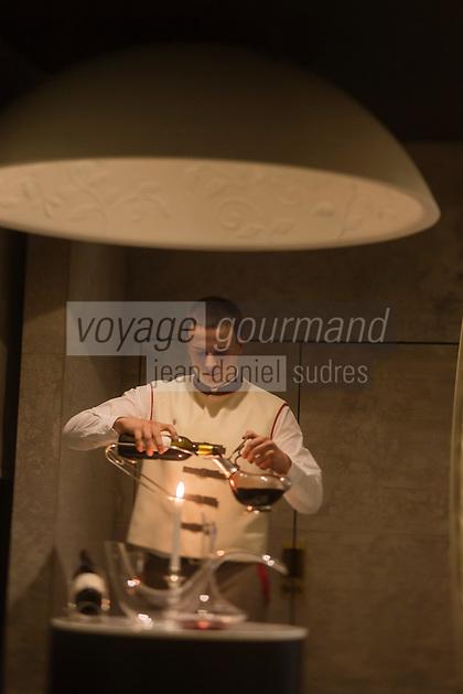 Europe/France/Rhone-Alpes/73/Savoie/Courchevel: Service du vin au Restaurant: Le 1947, Maison Cheval Blanc, Le Jardin Alpin, [Non destiné à un usage publicitaire - Not intended for an advertising use]